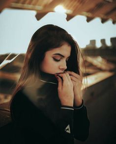 Pin by dielly cr on fotos Portrait Photography Poses, Photography Poses Women, Tumblr Photography, Portraits, Best Photo Poses, Girl Photo Poses, Tmblr Girl, Foto Sport, Selfie Poses