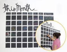 Calendario murale realizzato con la vernice effetto lavagna | DIY Blackboard paint calendar • #lavagna #design #blackboard #paint #calendar #DIY