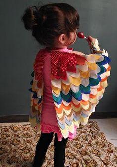 Inspirada en estas fotos que vi en Burdastyle,dibuje mi propio patrón para poder hacer estas alitas de pájaro para mi pequeña Emma, les com...