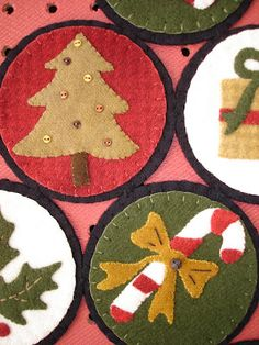 If I start now I could use them for next Xmas as party gifts. Felt Christmas Ornaments, Noel Christmas, Handmade Ornaments, Handmade Christmas, Xmas, Felt Embroidery, Felt Applique, Felted Wool Crafts, Felt Crafts