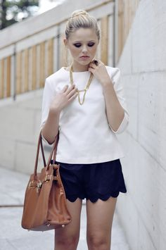 TOP : Zara // SHORTS : www.stylesofia.com // BROWN LEATHER BAG : Cosmo // NECKLACE : My own design // RING : Vintage.
