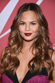 Chrissy Teigen Long Wavy Cut - Chrissy Teigen was flawlessly coiffed with flowing waves during the FGI Night of Stars event.