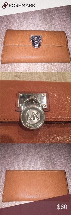 Michael Kors Wallet 💗Michael Kors Wallet  💗Leather 💗Barely Used  💗Lots of storage 💗Offers Welcome Michael Kors Bags Wallets