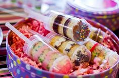 Google Image Result for http://wedding-pictures-04.onewed.com/39188/unique-wedding-cake-alternatives-push-pops__full.jpeg