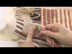 Mulher.com - 21/04/2016 - Ponto Penha - Noeli Baldissera - YouTube Crochet Carpet, Plastic Mesh, Knitted Blankets, Plastic Canvas, Needlepoint, Projects To Try, Embroidery, Knitting, Crafts