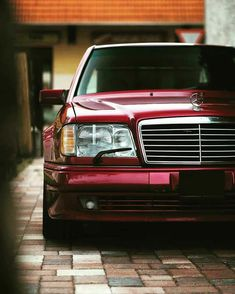 A classic beauty. A classic beauty. The post A classic beauty. appeared first on Mercedes Cars. Mercedes Classic Cars, Mercedes 124, Mercedes Benz 190e, Benz E, Porsche Classic, Bmw S1000rr, Mercedez Benz, Maserati, Bugatti
