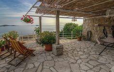 Das Ferienhaus Mlini ist ein traumhaftes Steinhaus, erstmals erbaut im Jahr 1907 im traditionellen mediterranem Stil.