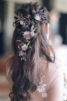 One elegant bridal hair inspiration is coming on your way! Loose braids adorned with flowers are perfect combination for a romantic wedding… Summer Wedding Hairstyles, Bride Hairstyles, Hairstyle Wedding, Flower Hairstyles, Braided Bridal Hairstyles, Bohemian Wedding Hairstyles, Hairstyle Ideas, Fantasy Hairstyles, Bridesmaids Hairstyles