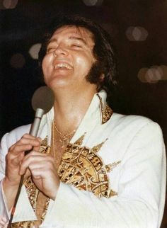 Elvis Karaoke I'll Take You Home Again Kathleen cover Alex G Elvis Presley Last Concert, Elvis Presley 1977, Elvis Presley Photos, Priscilla Presley, Alex G, Jailhouse Rock, Most Handsome Men, Smiles And Laughs, Graceland