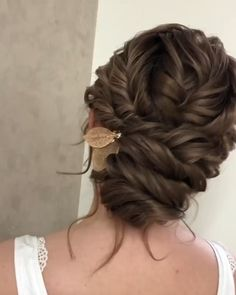 🎁 🌴 😊 🥰 vegetables vegetables repost art travel baking plants lunch new memes outfits kitchen vegan lowcarb Boho Wedding Hair, Wedding Hair And Makeup, Wedding Updo With Braid, Simple Wedding Updo, Low Bun Wedding Hair, Bridal Hair Buns, Bridal Comb, Bridal Hair Updo Elegant, Bridal Chignon