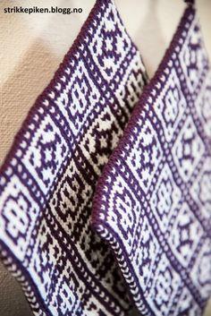 Strikkepiken – Nøstebu grytekluter Potholders, Popular Pins, Fingerless Gloves, Arm Warmers, Beige, Blanket, Crochet, Fingerless Mitts, Pot Holders