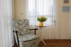 פינת ישיבה בחדר שינה Accent Chairs, Armchair, Curtains, House, Inspiration, Furniture, Home Decor, Spaces, Reading
