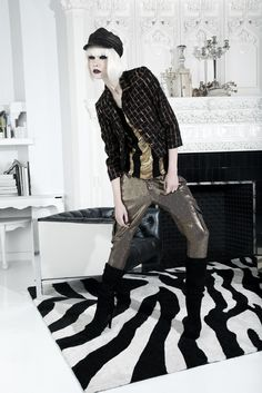 Alice + Olivia Fall 2012 Ready-to-Wear Collection Photos - Vogue