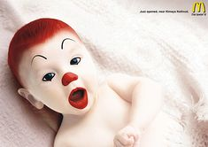 Is it cute or just another killer clown from outer space? This 2006 McDonald's ad by Leo Burnett is loved by some while others feel it's just CREEPY. Creative Advertising, Advertising Design, Marketing And Advertising, Advertising Campaign, Advertising Companies, Funny Advertising, Street Marketing, Guerilla Marketing, Ads Creative