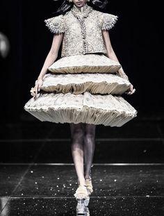 58092b5232fe Geometric Fashion, 3d Fashion, Fashion Forms, Fashion Details, Couture  Fashion, High