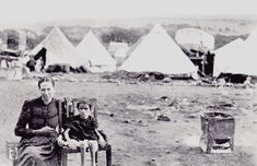 Boer woman and child in an internment camp operated by the British in South Africa during the Second Boer War in years African History, African Art, Bruges, Fun World, World History, World War Two, Historical Photos, South Africa, Two By Two