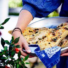 Focaccia med frön | ELLE mat & vin Coleslaw, Vinaigrette, Italian Recipes, Bread Recipes, Appetizers, Food And Drink, Corner, Drinks, Crickets
