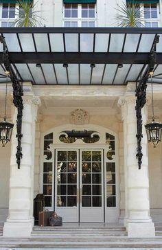 Entrance, Shangri-La Hotel Paris vossy.com