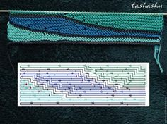 Далее бирюзовую нить отрезаем (соответственно закрепив) и вяжем два ряда (лицевой и изнаночный)основным цветом ( у меня темно-синий), не забывая перекидывать резиночки с левой спицы на правую. Присоединяем четвертый цвет ( у меня это - бирюзово-зеленый).