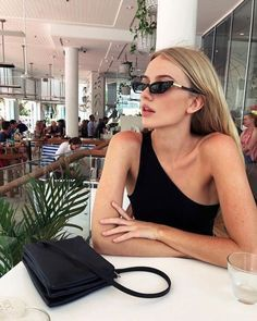 Nadire Atas on Minimalist Elegant Fashion Click the pic for more style inspiration Maddy Instagram, Instagram Pose, Beauté Blonde, Foto Casual, Illustration Mode, Insta Photo Ideas, Looks Vintage, Looks Style, Mode Inspiration