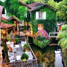 #galerieslafayettedubai #dubaimall #dubai #kartelluae #kartell #outdoor #design #downtowndesign #bubbleclub #MyDubai