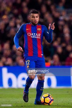 Fotografía de noticias : Rafinha of FC Barcelona conducts the ball during...