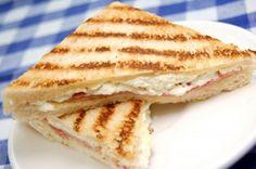 Toast con robiola e carciofini Ricotta, Snacking, Sandwiches, Waffles, Food And Drink, Breakfast, Ethnic Recipes, Nostalgia, Google