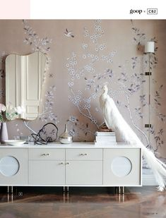 Design advice: The power of a painted ceiling — The Decorista Gwyneth Paltrow, Home Interior, Decor Interior Design, Interior Decorating, Interior Ideas, Interior Styling, Buffets, Chinoiserie Wallpaper, Chinoiserie Chic