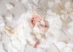 Strampler / Motorhaube / RAFFHALTER: Creme von babyportraitpropshop