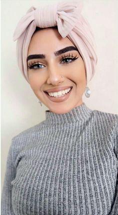 Pinterest @ZainabPatelOfficial Mode Turban, Turban Hijab, Turban Outfit, Head Turban, Beauty Makeup, Hair Makeup, Hair Beauty, Hijab Makeup, Modern Hijab Fashion