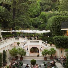 The Russie's crème de la crème (or is that, crema della crema?) is undoubtedly the Secret Garden, an unexpected oasis in the city with walking paths, architectural delights, secluded areas and more than a hint of the Mediterranean...