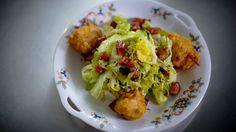 Salade de chou de Savoie et beignets de pommes et cheddar / Marysol Foucault
