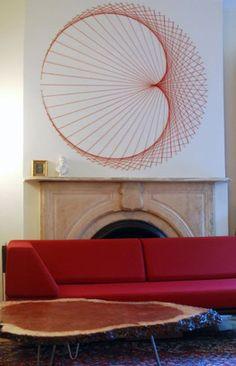String art on the wall.  Creo que las decoraciones directo en las paredes son muy originales, y seguro son la sensación con los amigos! jaja