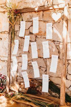 Ideias simples e criativas para criar o vosso seating plan!   #casamento #inspiração #ideias #seatingplan #tema #criatividade #copodeágua #convidados #casamentospt Seating Plans, How To Plan, The Originals, Decor, Weddings, Creativity, Ideas, Organizers, Decoration