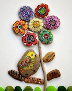 Basteln mit Steinen farbige Blumen und Vogel