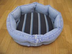 Dogs Clothes Diy Jeans 66 Ideas For 2019 Crochet Dog Sweater, Diy Dog Bed, Denim Crafts, Animal Projects, Dog Sweaters, Diy Stuffed Animals, Pet Beds, Diy Clothes, Fur Babies