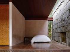 Minimal Design for a Weekend Home- Rio Bonito House by Carla Juaçaba Cabin Design, House Design, Tiny House, Small Houses, Timber Roof, Interior Architecture, Interior Design, Minimal Home, Small House Plans