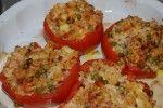 Met macaroni gevulde tomaten