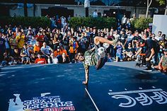Gunther Celli vince la finale italiana del Red Bull Street Style Red Bull, Street Style, Chantilly Cream, Urban Style, Street Style Fashion, Street Styles, Street Fashion