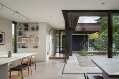une cour intérieure d'une maison à Seattle qui prolonge la salle à manger