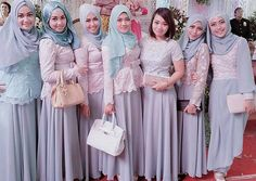 @Regrann from @talithaniux -  The Bridesmaid  #friendship #bff #fashion #lace #bridesmaidindonesia #muslimbridesmaid #weddingparty #ootdshare #hootd #ootdindo #vsco #vscocam #mintandgreyoutfit #Regrann by muslimbridesmaids