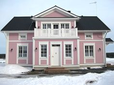 Aurora Home Fashion, Front Porch, Beautiful Homes, Mansions, House Styles, Dream Houses, Finland, Aurora, Gothic