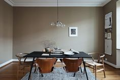 Certainly not a wall color I would naturally go for, but in this living room this dark sand color works so perfectly. I like how the dining table is placed in the middle of the room and a 'cozy island' … Continue reading → Dining Table In Kitchen, Dining Area, Living Room Inspiration, Interior Inspiration, Scandinavian Dining Table, Scandinavian Interior Design, Brown Walls, Home Wallpaper, Home Decor