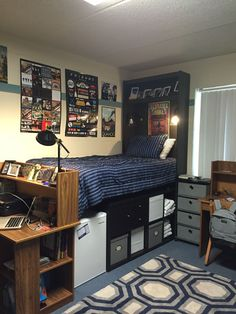 30 Ultimate Dorm Room Ideas For College Students. / 30 Ultimate Dorm Room Ideas For College Students. Checkout these cool dorm room ideas. Over thirty ultimate dorm room ideas for college students. Feed your design ideas now. Guy Dorm Rooms, Cool Dorm Rooms, Dorm Room Storage, Dorm Room Organization, Organization Ideas, Storage Ideas, Bed Storage, Organizing Dorm Rooms, College Dorm Storage