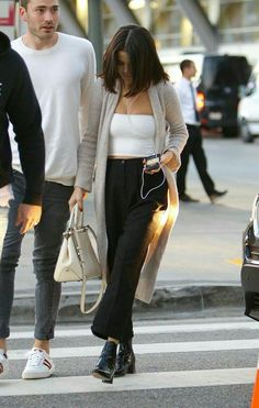 New style selena gomez outfits news 58 ideas Style Outfits, Fashion Outfits, Womens Fashion, Selena Gomez Casual, Selena Gomez Clothes, Look Fashion, Fashion Models, Celebrity Style Casual, Minimal Chic
