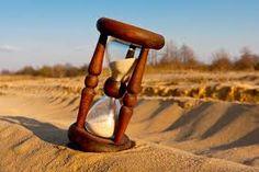 """R084 - EL TIEMPO IMPORTANTE Y MISTERIOSO - 01. La frase """"el tiempo es oro"""" tiene ahora más vigencia que nunca y debe ser una constante preocupación de todo ejecutivo, es necesario disminuir el periodo de cada una de las operaciones y procesos. 02. Un buen ejecutivo debe tener tiempo para realizar sistemáticamente un análisis reflexivo de lo que ocurre cotidianamente en su empresa."""