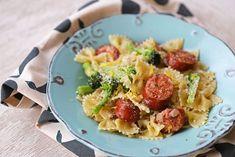Μακαρόνια με Λουκάνικο από Κοτόπουλο Always Hungry, Pasta Salad, Sprouts, Vegetables, Ethnic Recipes, Drink, Food, Crab Pasta Salad, Beverage