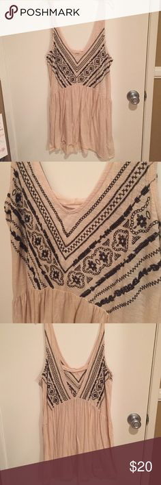 Too big for me Cute, flowy Bobo dress; never worn Urban Outfitters Dresses