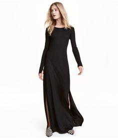 Sjekk ut dette! En maxikjole i trikot. Kjolen har lange ermer og høy splitt i sidene. Ufôret.  - Besøk hm.com for å se mer.