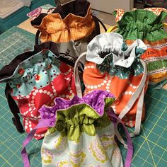 Sew Sweetness: Purse Palooza :: Pattern Review: In Color Order Lined Drawstring Bag #freetutorial
